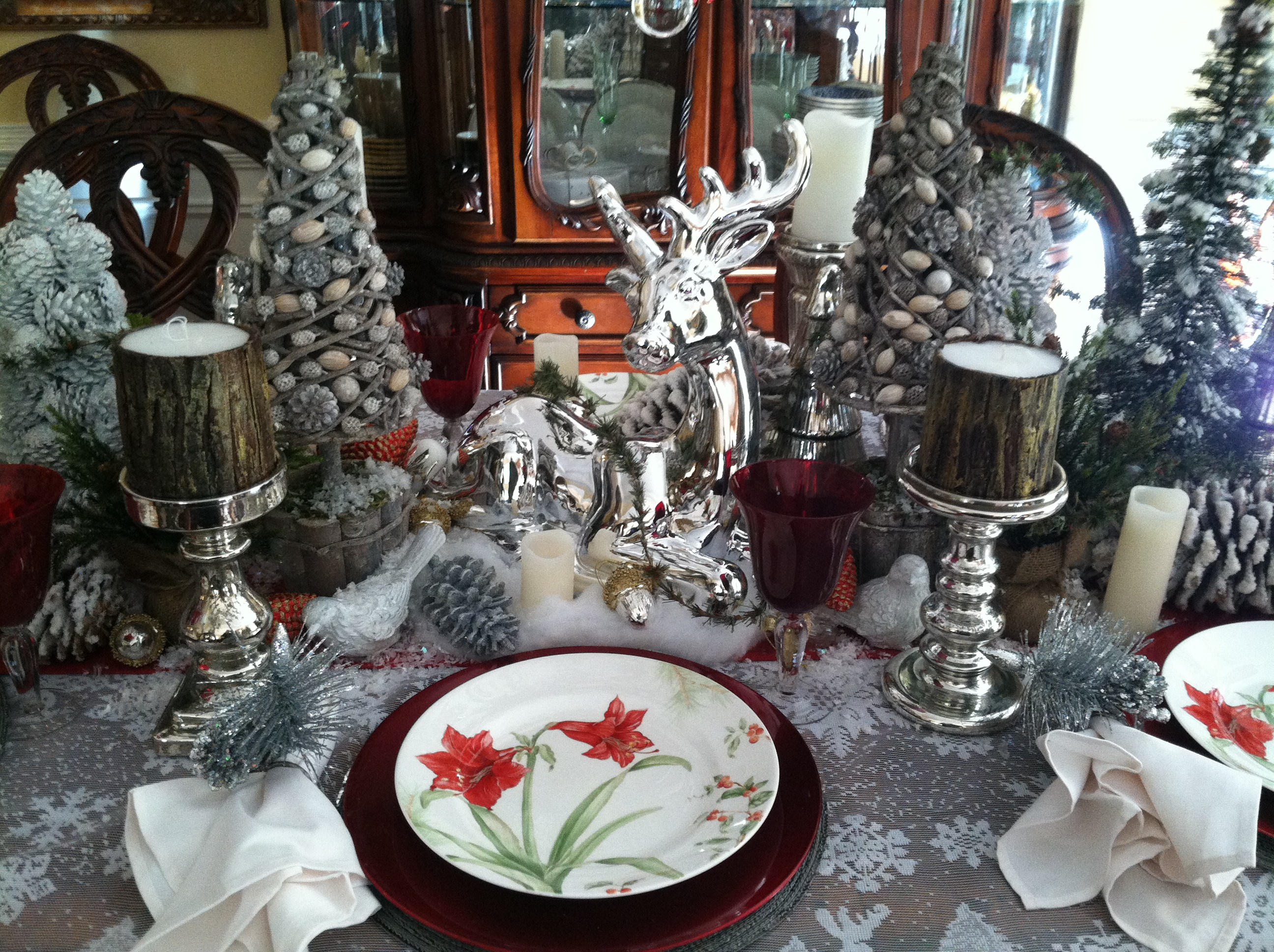 Silver and white christmas table decorations -  Gorgeous Christmas Table Settings Decorating