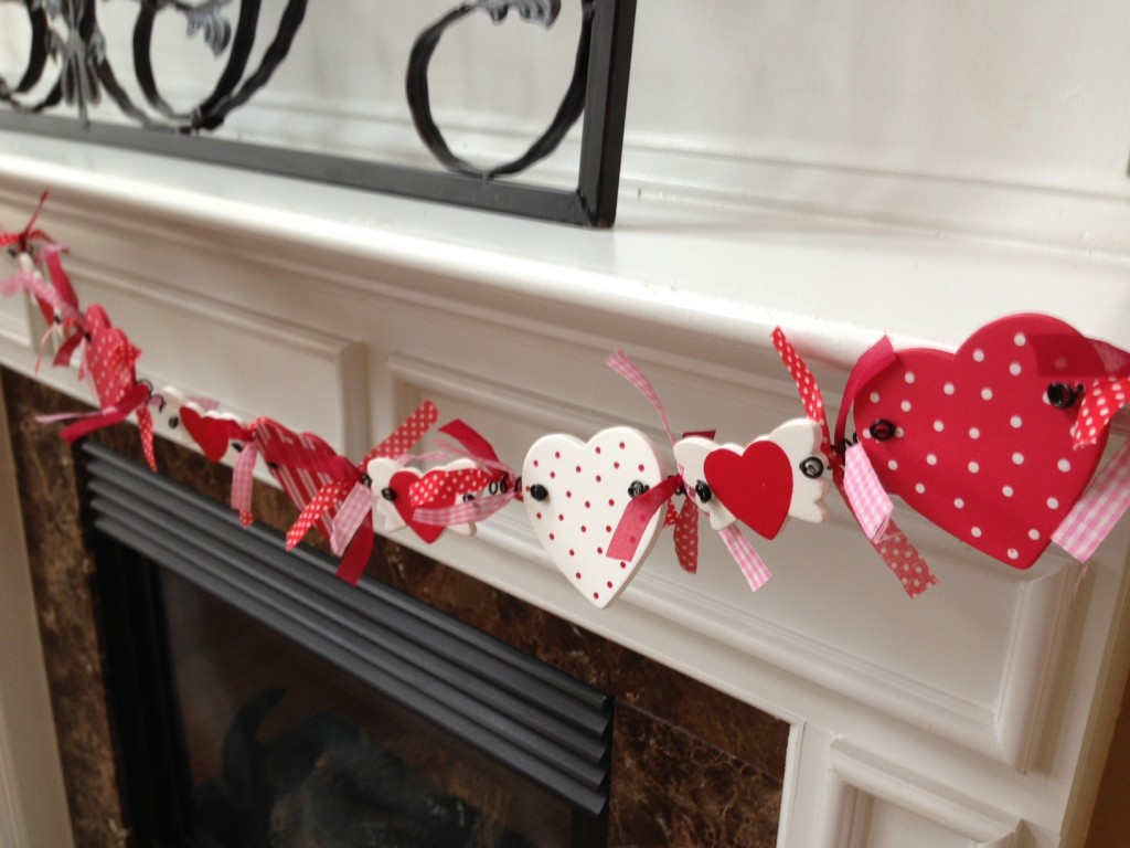Valentines Day Garland-MommyDecorates.com