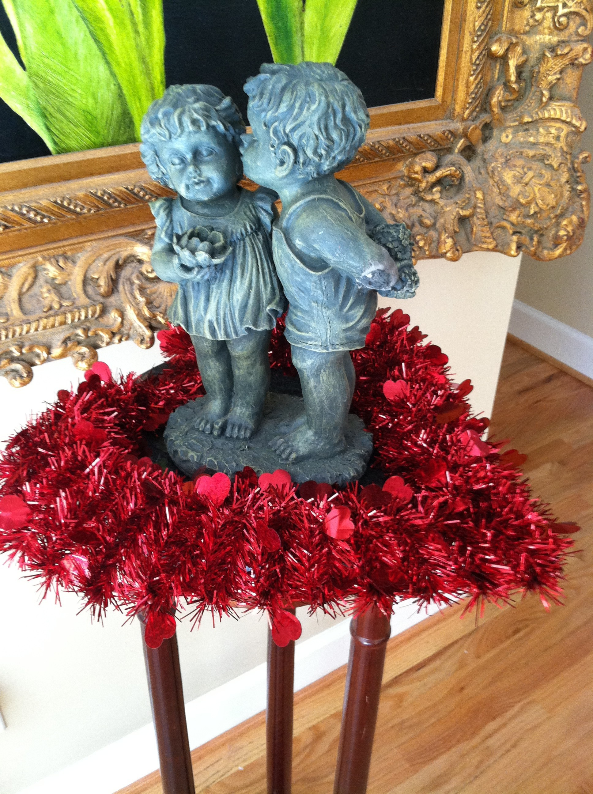 Valentines Wreath And Garden Figurine Decorating