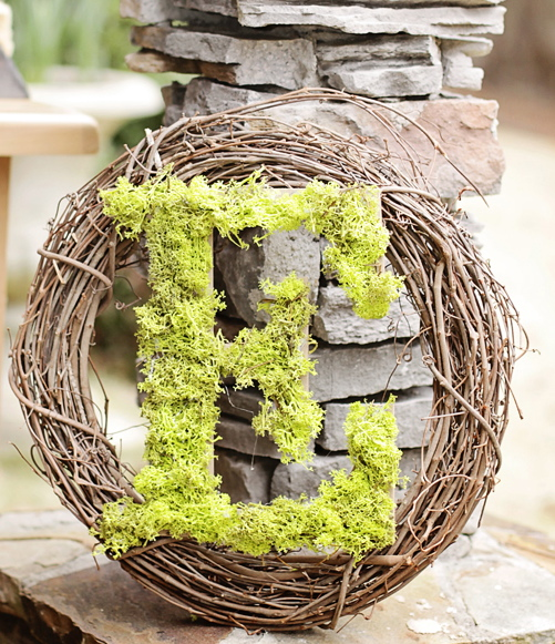 Easter Moss Letter And Wreath Craft - MommyDecorates.com