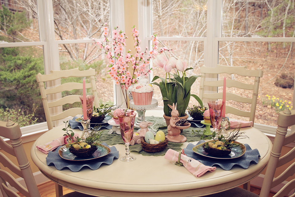 Beautiful Easter Table-Scape - mommydecorates.com