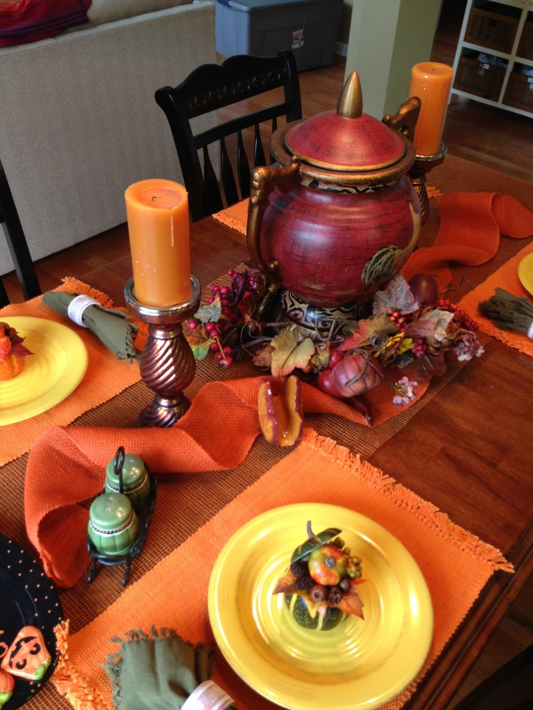 http://www.mommydecorates.com/how-to-create-an-easy-fall-table-scape/