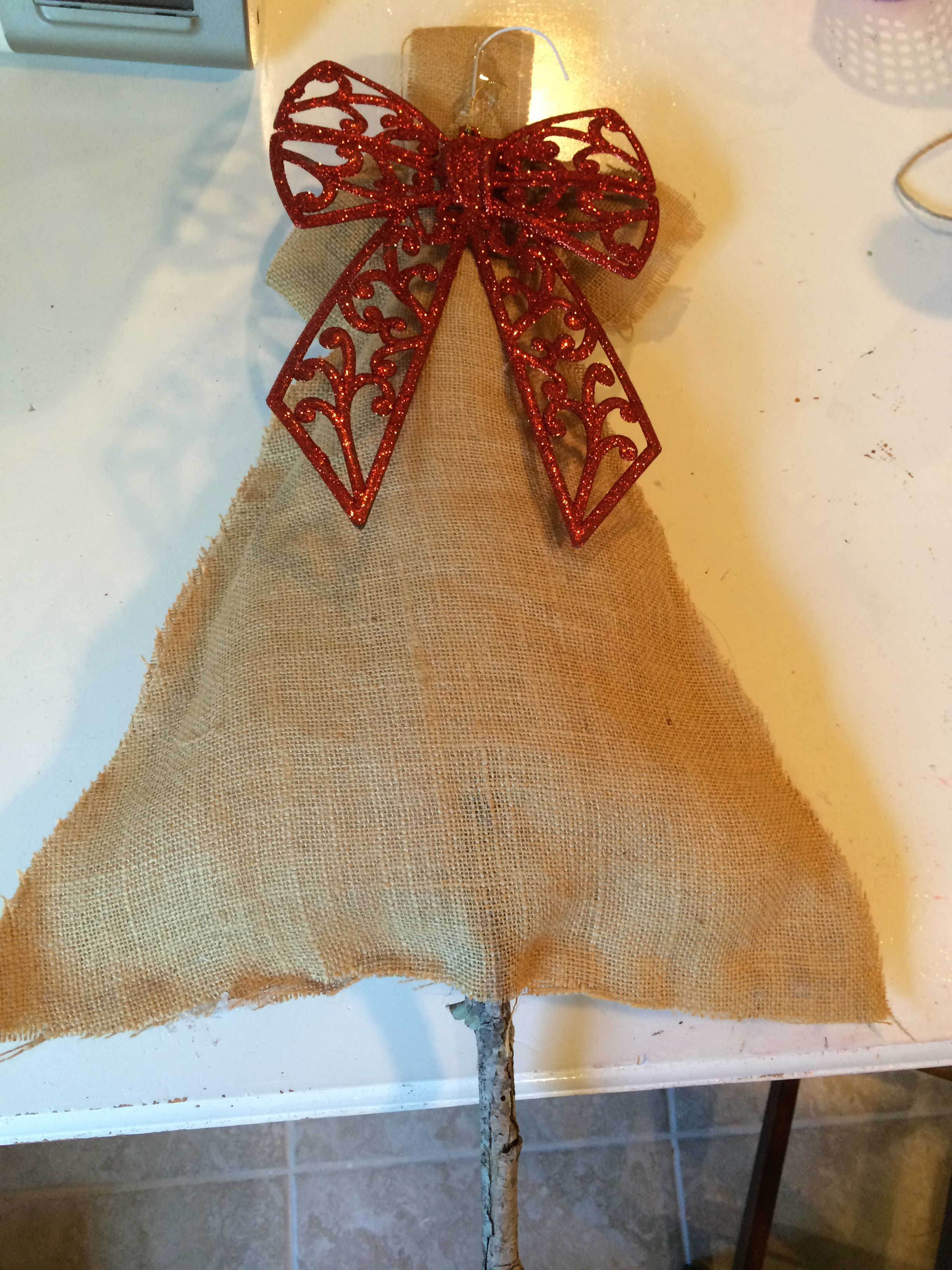 How to make our burlap christmas tree craft class project for Burlap christmas curtains